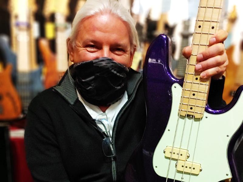 Vincent Bass Guitars jetzt bei Station Music erhältlich!