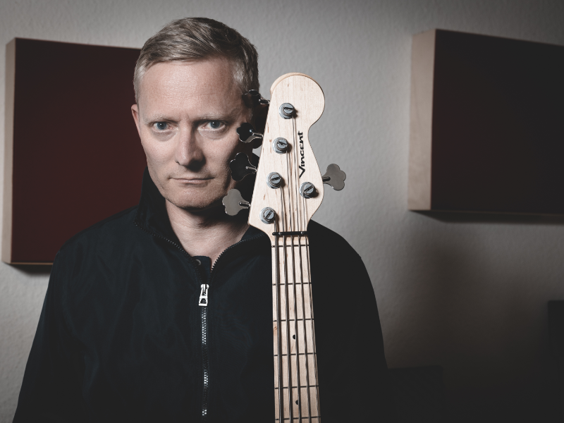 The circle is complete – Markus Schieferdecker now with VINCENT Bass Guitars
